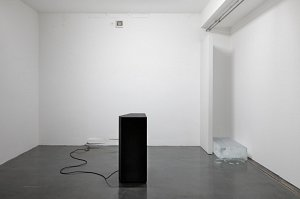 Astali / Peirce ›conversation‹ - speaker, ice block, polyester, synthetic sounds, found T-Shirt - 2013