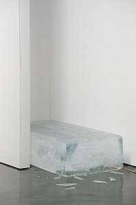 Astali / Peirce ›conversation‹ (detail) - speaker, ice block, polyester, synthetic sounds, found T-Shirt - 2013
