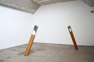 Amir Fattal - ›Two columns‹ - wood, glass, light-bulbs -  2012